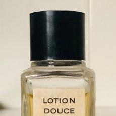 Miniaturas de perfumes antiguos: FRASCO DE CRISTAL MUESTRA LOTION DOUCE DE CHANEL, 75 ML. AÑOS 70. Lote 252625165