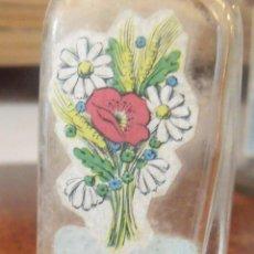 Échantillons de parfums anciens: BOTELLA FRASCO MINIATURA 7,5 CMS CIERRE TIPO MEDICAMENTO VACIA COLONIA HENO VERDE MAS ESPAÑA. Lote 252882050