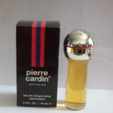 Miniaturas de perfumes antiguos: PIERRE CARDIN - PARIS.NEW YORK - EAU DE COLOGNE SPRAY - 45 ML - LLENA - CON CAJA. Lote 254324265