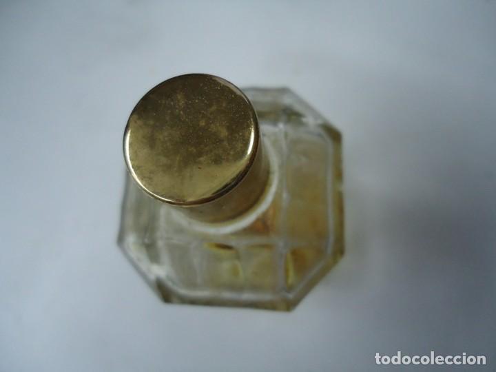 Miniaturas de perfumes antiguos: BOTELLA JOYA DE MYRURGIA ES DE LOS AÑOS 1920 LA BOTELLA CON UN PEQUEÑO RESTO DE PERFUME - Foto 3 - 257625365