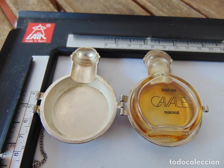 PERFUMERO EN METAL , CON SU BOTE DE PERFUME O COLONIA EN CRISTAL CAVALE ,DECAT PARIS (Coleccionismo - Miniaturas de Perfumes)
