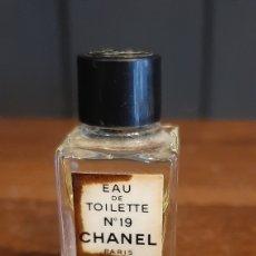 Miniaturas de perfumes antiguos: MINIATURA EAU DE TOILETTE N 19 CHANEL PARIS. Lote 294168608