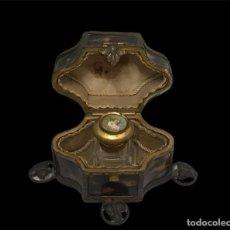Miniaturas de perfumes antiguos: ELEGANTE PERFUMERO DE CAREY ÉPOCA IMPERIO. MEDIADOS DEL SIGLO XIX. PARIS.. Lote 295009688