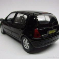 Hobbys: COCHE RENAULT CLIO ESCALA 1/43 CARRO AUTO COLECCION METALICO IXO LUPPA. Lote 57876821