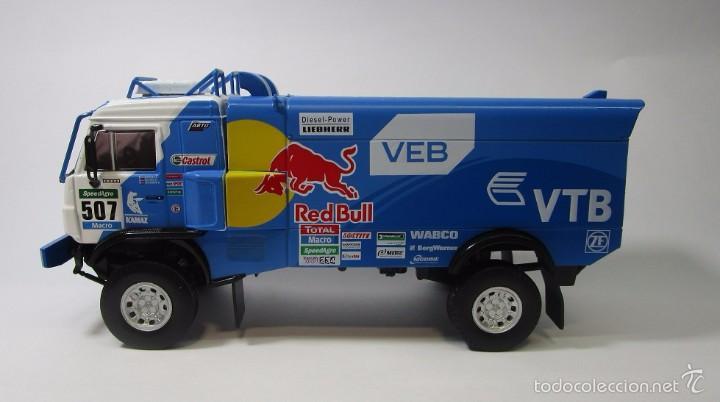 Hobbys: Truck Camion Rally Kamaz Dakar Escala 1/43 Coleccion 17cm Largo Metalico Red Bull NUEVO IXO LUPPA - Foto 4 - 222512646