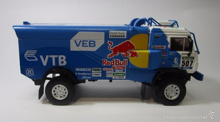 Hobbys: Truck Camion Rally Kamaz Dakar Escala 1/43 Coleccion 17cm Largo Metalico Red Bull NUEVO IXO LUPPA - Foto 2 - 222512646