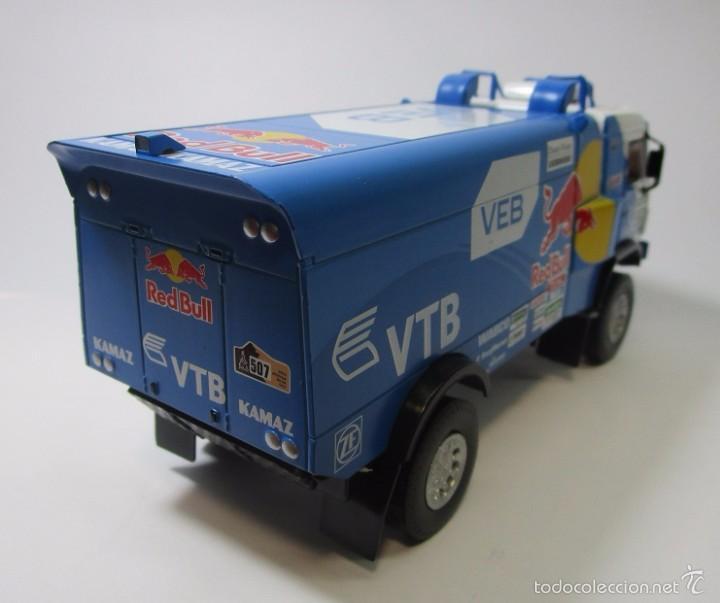 Hobbys: Truck Camion Rally Kamaz Dakar Escala 1/43 Coleccion 17cm Largo Metalico Red Bull NUEVO IXO LUPPA - Foto 5 - 222512646