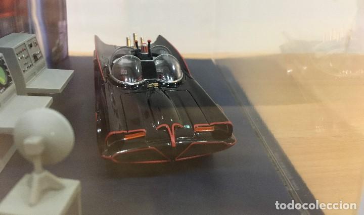 Hobbys: AUTOMOBILIA Nº 2 - SERIES CLÁSICAS DE BATMAN - BATMÓVIL EN LA BATCUEVA (1966). ESCALA 1/43 - Foto 4 - 193857878