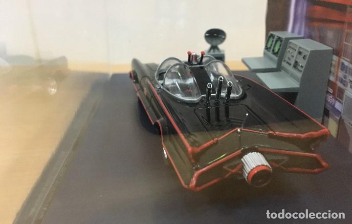 Hobbys: AUTOMOBILIA Nº 2 - SERIES CLÁSICAS DE BATMAN - BATMÓVIL EN LA BATCUEVA (1966). ESCALA 1/43 - Foto 5 - 193857878