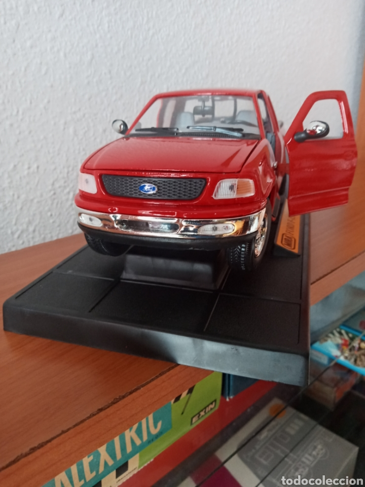 Hobbys: FORD PICK UP F 150 1998 SÓLIDO 1:18 - Foto 2 - 202110947