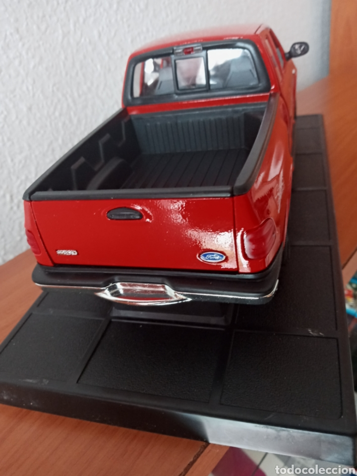Hobbys: FORD PICK UP F 150 1998 SÓLIDO 1:18 - Foto 3 - 202110947