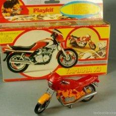 Hobbys: PLAYKIT 1:20 MADE ITALY KIT DE PLASTICO ANTIGUA MOTO YAMAHA XJ MOTOCICLETA VINTAGE MONTADA CON CAJA. Lote 57998646