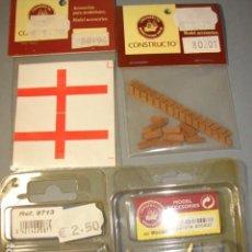Hobbys: LOTE 4 BLISTERS CON TIMONES, CAÑONES, MADERAS Y BANDERAS PARA MODELISMO - CONSTRUCTO. Lote 117654119