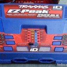 Hobbys: CARGADOR DE BATERÍAS ORIGINAL TRAXXAS DUAL EZ-PEAK PARA MODELOS DE RADIO CONTROL. Lote 294830223