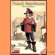 Hobbys: FIGURA DE GUARDIA REAL FRANCÉS DEL SIGLO XVII DE MINIART A ESCALA 1/16. Lote 54665320