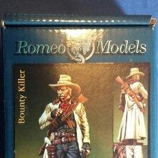 Hobbys: PISTOLERO EN METAL BLANCO DE LA MARCA ROMEO MODELS 54 MM. Lote 107382451