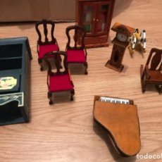 Hobbys: LOTE MUEBLES MINIATURA PARA CASA DE MUÑECAS.. Lote 107462875