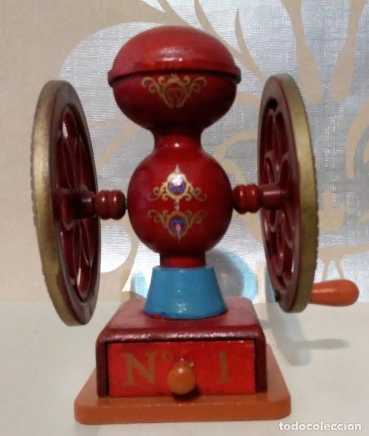 Hobbys: lote dos molinillos café en miniatura de madera, plastico y metal - Foto 3 - 176506838