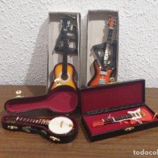 Hobbys: LOTE CUATRO GUITARRAS EN MINIATURA (LEER DESCRIPCION). Lote 184652562