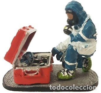 FIGURA DE COLECCIONISTA: BOMBERO CON TRAJE DE PROTECCIÓN NUCLEAR 1:30, DEL PRADO. A ESTRENAR (Juguetes - Modelismo y Radiocontrol - Figuras en miniatura)