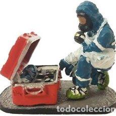 Hobbys: FIGURA DE COLECCIONISTA: BOMBERO CON TRAJE DE PROTECCIÓN NUCLEAR 1:30, DEL PRADO. A ESTRENAR. Lote 193251753