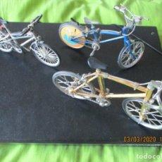 Hobbys: LOTE DE 3 BICICLETAS A ESCALA. DE METAL Y PLASTICO. (FUNCIONANDO). Lote 195917285