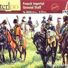Hobbys: CAJA CON EL ESTADO MAYOR IMPERIAL FRANCÉS EN WATERLOO (INCLUIDO NAPOLEÓN) DE ITALERI A 1/72. Lote 263265420