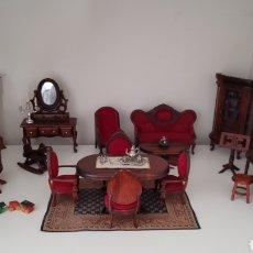 Hobbys: GRAN LOTE SALON CASA DE MUÑECAS. MUEBLES MINIATURA. PRECIOSO.. Lote 241330230
