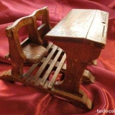 Hobbys: ANTIGUO PUPITRE DOBLE DE MADERA CON BUTACAS ABATIBLES. Lote 286002753