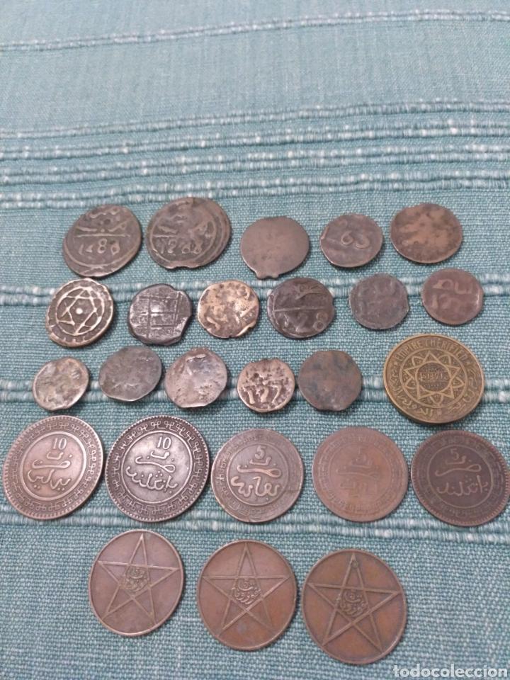 LOTE DE 25 ANTIGUAS MONEDAS DE MARRUECOS. A CLASIFICAR. (Numismática - Extranjeras - África)