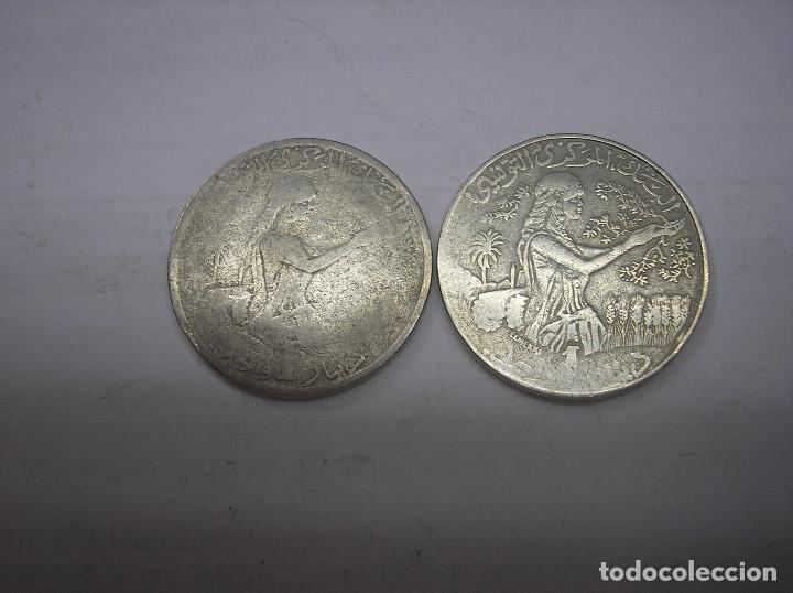 TUNEZ, 2 MONEDAS DE 1 DINAR. AÑOS 1976-1980. METAL (Numismática - Extranjeras - África)