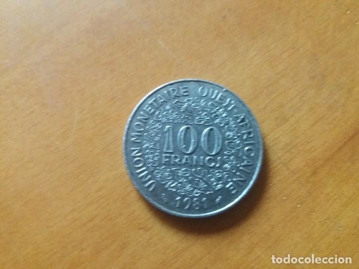 Monedas antiguas de África: Moneda de 100 francos. Estados africanos del Oeste. 1981. - Foto 2 - 138937338