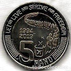 Monedas antiguas de África: SUDÁFRICA 5 RAND 2019 BIMETÁLICA - 25 AÑOS DE DEMOCRACIA CONSTITUCIONAL. Lote 205194783