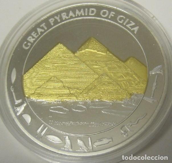 BONITA MONEDA CON PLATA Y ORO DE LA GRAN PIRAMIDE DEL ANTIGUO EGIPTO GIZA (Numismática - Extranjeras - África)