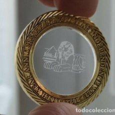 Monedas antiguas de África: BONITA MONEDA CON HOLOGRAMA SOBRE CRISTAL DE LA ESCULTURA LA ESFINGE DE GIZA EN EGIPTO. Lote 219470750