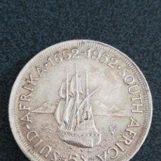 Monedas antiguas de África: MONEDA 5 SHILLINGS 1952 SUR ÁFRICA PLATA S/C TEMA BARCOS. Lote 234393465