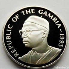 Monedas antiguas de África: GAMBIA 20 DALASIS 1993 - CORONACIÓN ISABEL II. PLATA PROOF. ESCASA. Lote 276203028