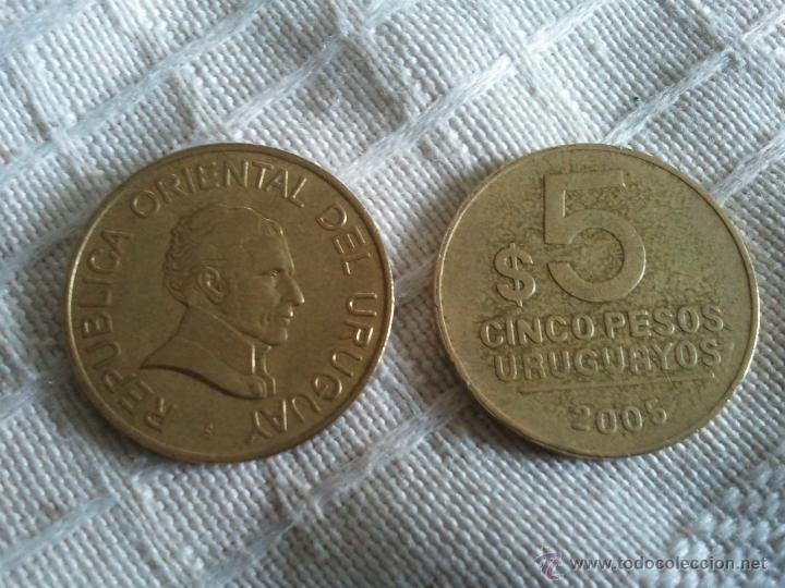 MONEDA DE 5 PESOS DE URUGUAY DEL AÑO 2005 MBC (Numismática - Extranjeras - América)