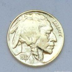 Monedas antiguas de América: ¡¡¡ 5 CENTIMOS BUFALO INDIO USA DE 1937 BAÑADA EN ORO PURO DE 24 KILATES !!!. Lote 133936502