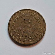 Monedas antiguas de América: SMILE AMERICA SAY 1983 CHUCK E. CHEESE 1983 25 CENT PLAY VALUE IN PIZZA WE TRUST TOKEN. Lote 176295093