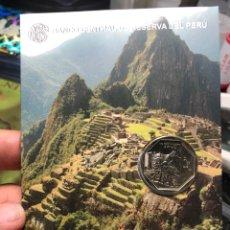 Monedas antiguas de América: PERU CARPETA CONMEMORATIVA MACHU PICHU 1 SOL 2011 UNC. Lote 195344796