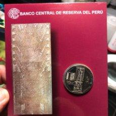 Monedas antiguas de América: PERU CARPETA CONMEMORATIVA ESTELA DE RAIMONDI 1 SOL 2011 UNC. Lote 195344896