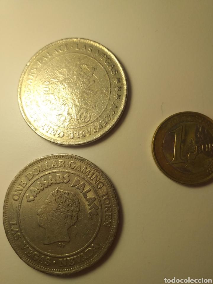 Monedas antiguas de América: Dos fichas dollar casino caesars palace las vegas token 1992 coin - Foto 2 - 195350437