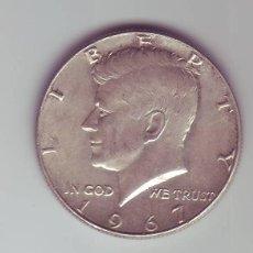 Monedas antiguas de América: HALF DOLLAR - MEDIO DOLAR - PLATA - AÑO 1967 J.F. KENNEDY (MARCA HOZ Y MARTILLO EN CUELLO) ------ZXY. Lote 224888665