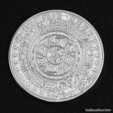 Monedas antiguas de América: MONEDA DE COLECCIÓN CHAPADA EN PLATA CON EL CALENDARIO MAYA. Lote 230652235
