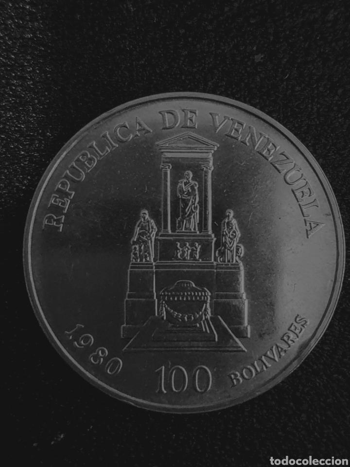 Monedas antiguas de América: Moneda conmerativa de los 100 años de la muerte de Bolivar. Plata. Pesa 22 gramos - Foto 2 - 276217468