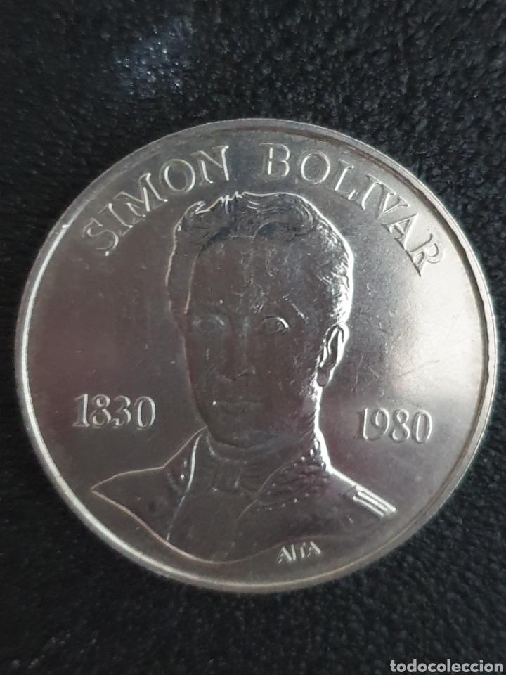 Monedas antiguas de América: Moneda conmerativa de los 100 años de la muerte de Bolivar. Plata. Pesa 22 gramos - Foto 4 - 276217468