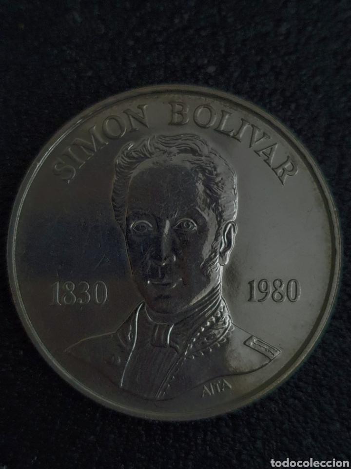 MONEDA CONMERATIVA DE LOS 100 AÑOS DE LA MUERTE DE BOLIVAR. PLATA. PESA 22 GRAMOS (Numismática - Extranjeras - América)