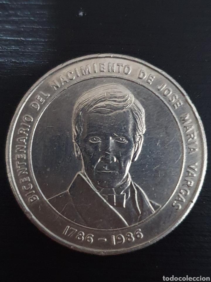 MONEDA CONMERATIVA DEL BICENTENARIO DEL NACIMIENTO DE JOSÉ MARIA VARGAS. 1ONZA. PLATA. PESA 31,10. (Numismática - Extranjeras - América)