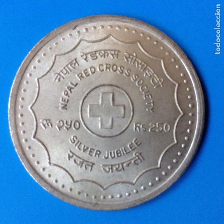 NEPAL 250 RUPIAS (RUPEE) PLATA 1988 CONM. 25 ANIV. CRUZ ROJA EN NEPAL RARA (Numismática - Extranjeras - Asia)